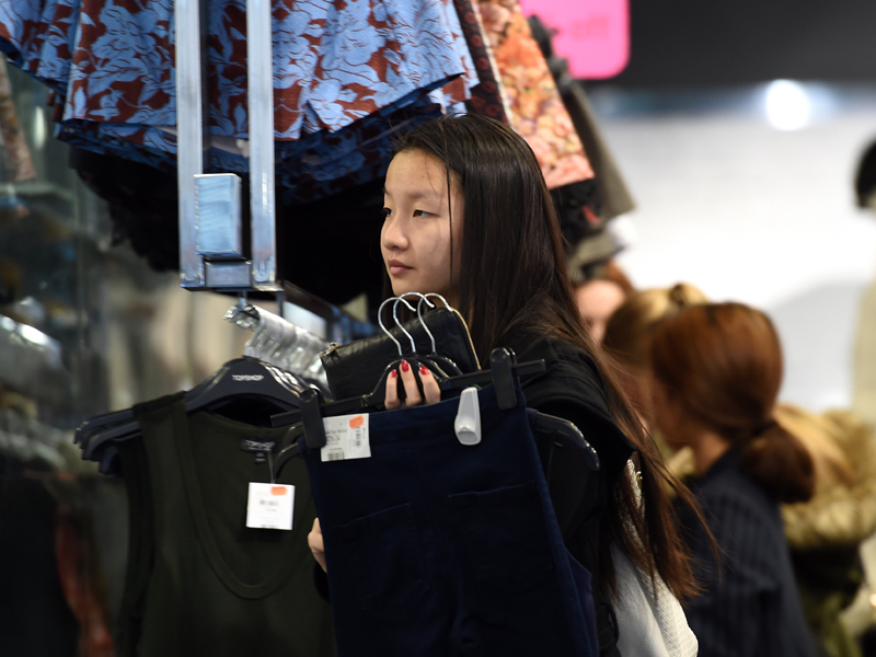 A shopper looks at items inside a store in Sydney on Thursday, June 4, 2015. (AAP Image/Paul Miller) NO ARCHIVING