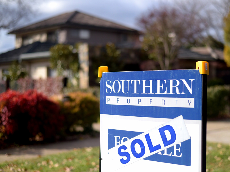 A sale sign is seen in front of a house in Canberra, Tuesday, June 9, 2015. (AAP Image/Lukas Coch) NO ARCHIVING