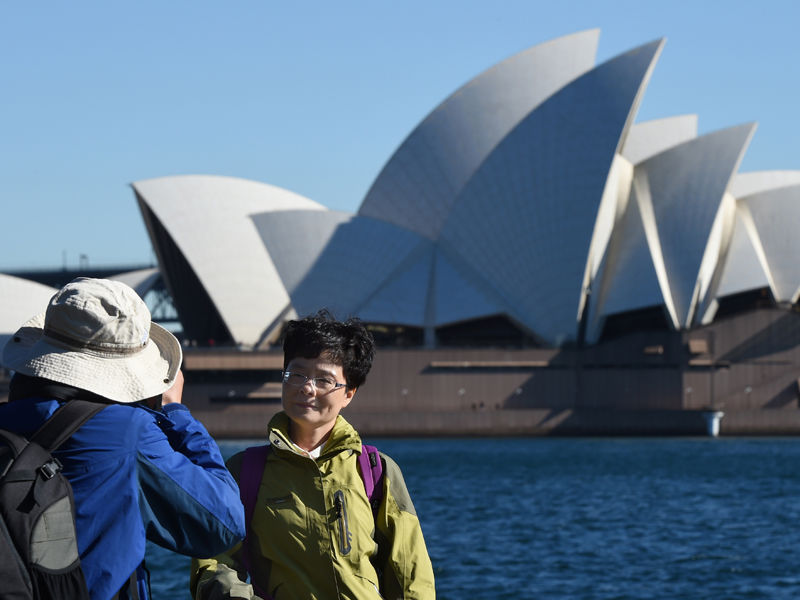 06.Chinese tourists outspend Brits Americans