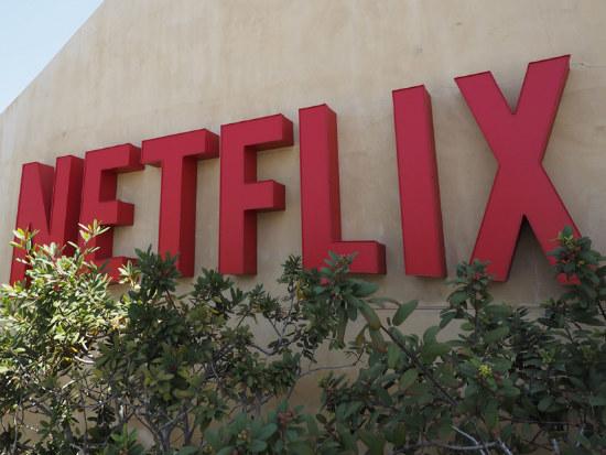 02_Netflix global push grabs more customers