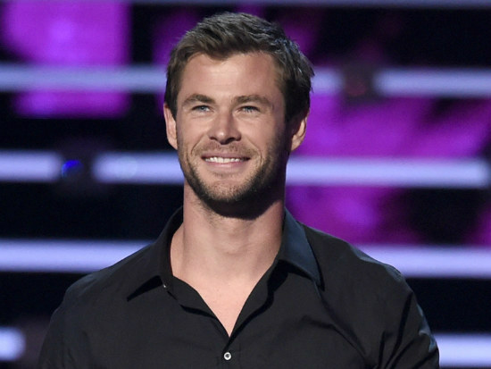 11_Hemsworth invites fans to hang out in LA